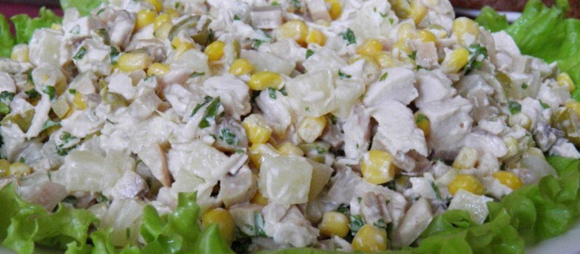 Salaty_s_ananasami__shampinonami_i_kuricey_foto_i_recepty_prigotovleniya_vkusnyh_domashnih_zakusok_1