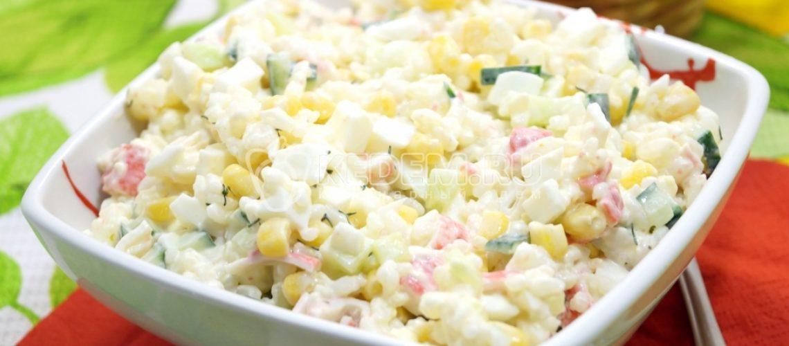 salat-s-krabovymi-palochkami-krasti